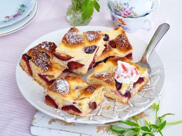 Zwetschgenkuchen vom Blech mit Rahm-Guss Rezept