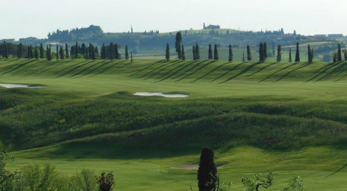 Strategically located in the middle of the Tuscan countryside lies the Bellosguardo Golf Club. An ideal outing for those who want to combine their passion for golf with a relaxing Italian holiday, just an hour and a half away from boutique resort @LeVillediTrevinano. www.lvdi.it