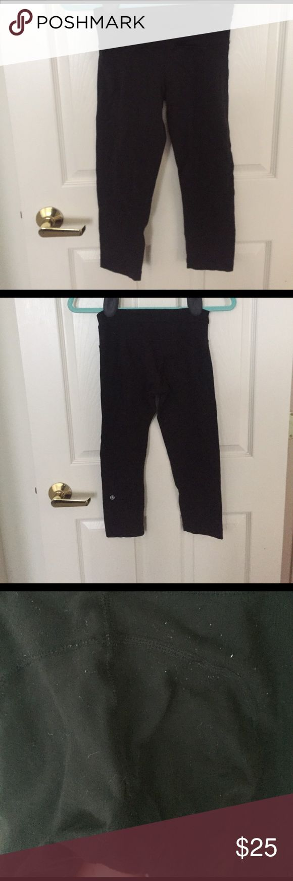 Lululemon crop leggings lululemon crop leggings! In good condition has pilling but no holes. Price reflects condition but still wonderful :-)! The have been nicely wash and cleaned with tide ready for another workout. They no longer fit me after having kids and are looking for a new loving home lululemon athletica Pants Skinny