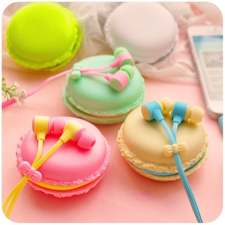 Adorable Macaroon Earphones .5mm in-ear earphone with macaroon case w/Mic for Samsung Sony & Apple iPhone Line Length: 1.2m Resistance: 16Ω Frequency Response Range: 20-20000Hz Connectors: 3.5mm