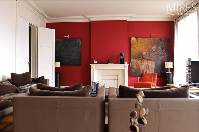 Mur rouge canap couleur taupe salon pinterest for Peinture salon rouge