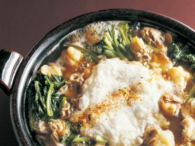 豆腐だんごのとろろ鍋 <豆腐だんご>  ・絹ごし豆腐(または柔らかめの木綿豆腐) 1/2丁(200g)  ・小麦粉 カップ2  ----------  ・鶏もも肉 (小)2枚  ・小松菜 1ワ(約200g)  ・山芋(大和芋または長芋) 200g  ・まいたけ 150g  ・だし カップ5~6  ----------  【A】  ・塩 小さじ1  ・しょうゆ 大さじ1~2  ・みりん 大さじ2  ----------