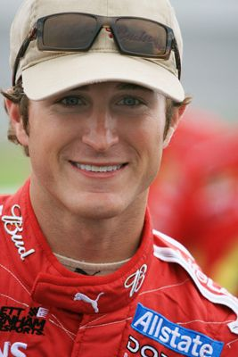 """Kasey Kahne NASCAR Driver Kasey Kenneth Kahne is a NASCAR driver. He drives the No. 5 Farmers Insurance Group/Quaker State Chevrolet SS for Hendrick Motorsports in the Sprint Cup Series and drives a limited schedule for JR ... Wikipedia Born: April 10, 1980 (age 33),  Height: 5' 9"""" (1.75 m)"""