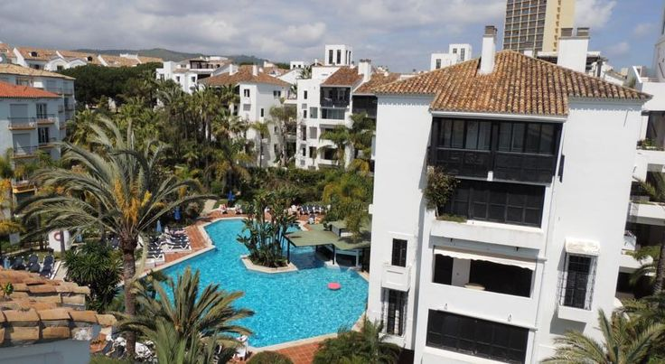 Jardines Las Golondrinas Marbella Jardines Las Golondrinas is located just 150 metres from Marbella's Elviria-Don Carlos Beach. This family-run complex is built like a traditional Andalusian village, full of pools, hot tubs and gardens.