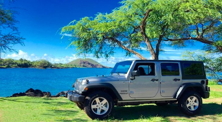 Maui rental Jeep park on the waters edge