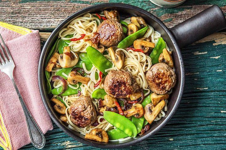 Noedelsalade met pinda-gehaktballetjes, bimi en oosterse dressing Recept   HelloFresh