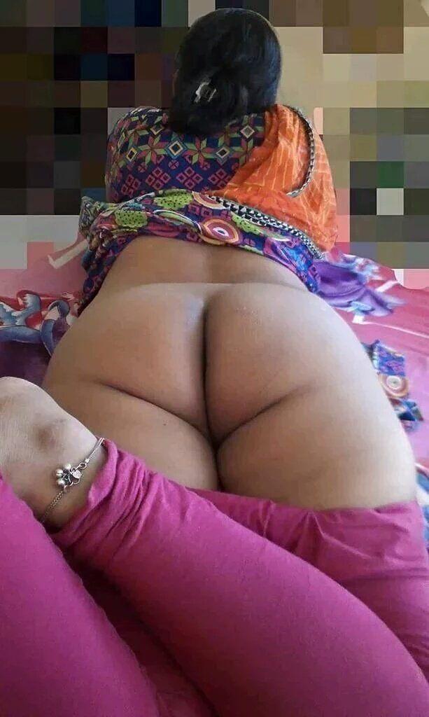 Naked desi ass beauty