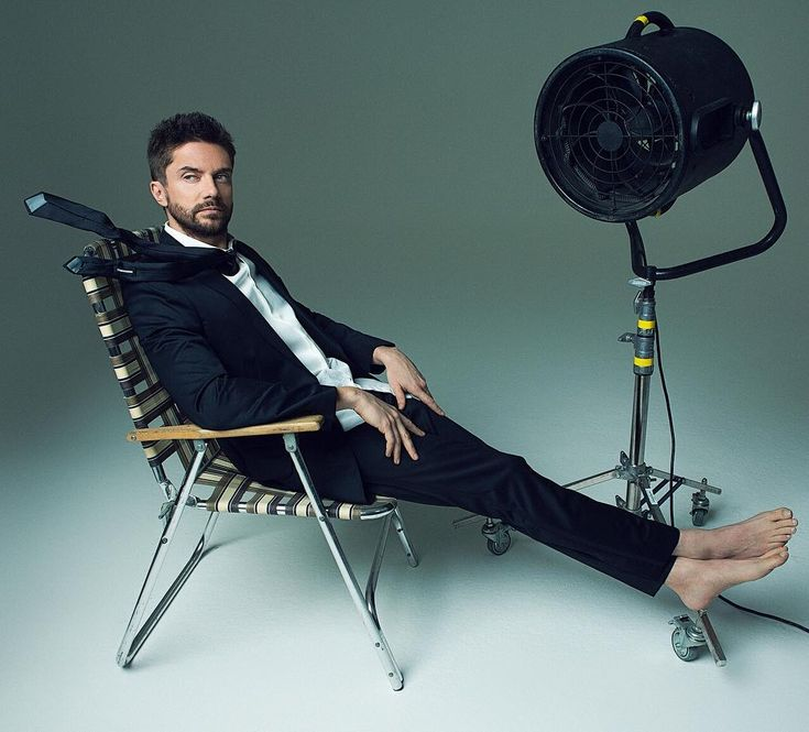 topher grace hot male celebrities barefoot pinterest