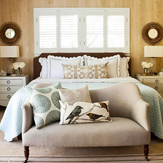 love a sofa at the foot of a bed