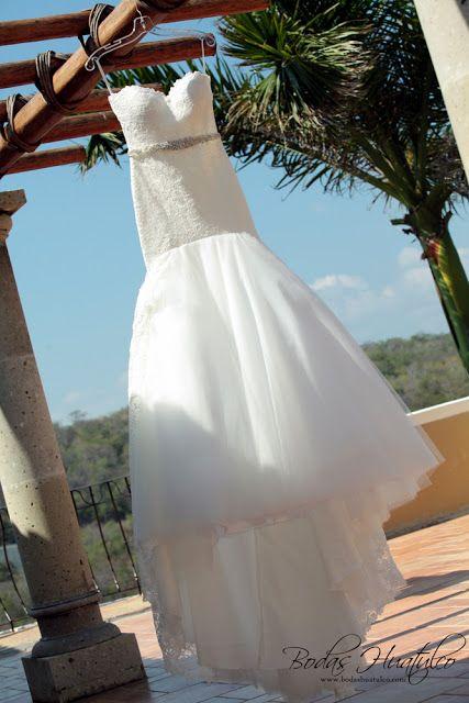 Elegante vestido de novia para tu boda en Playa. Bodas Huatulco