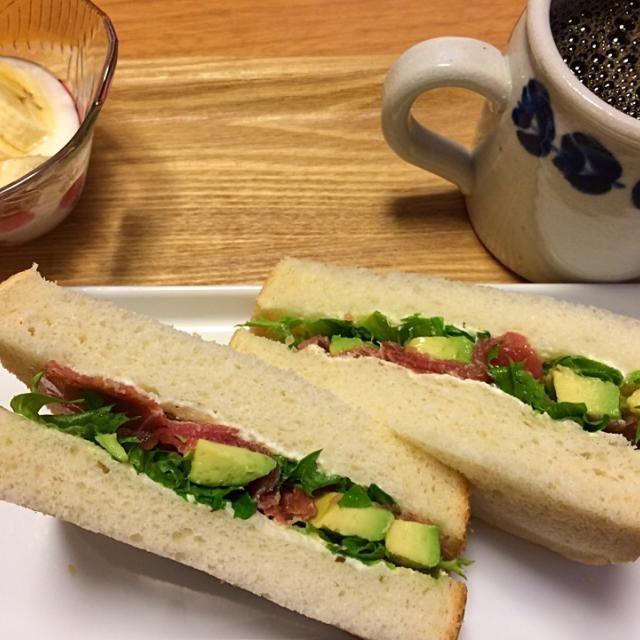 美味い(≧∇≦)♪ …が、朝からちとボリューミーだったかも(^^;; - 14件のもぐもぐ - 朝餉。生ハムとアボカドのサンドイッチ。 by nuno