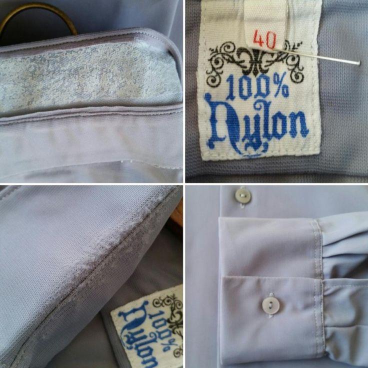 Vintage ljusblå lavendellila nylonskjorta, 60-tal 50-tal.EN sliten och retro skjorta. Sannolikt hade den vanlige retro mannen av arbetarklass hyfsat slitna skjortor - så vi kaller det väl för patina