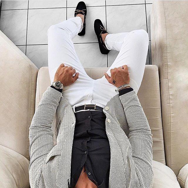 Summer mood #dapperworld #dapperday #summertime #brightcolours #business #menfashion #suit #dapperlydone #smart #sleek #gentleman #gentlemanstyle