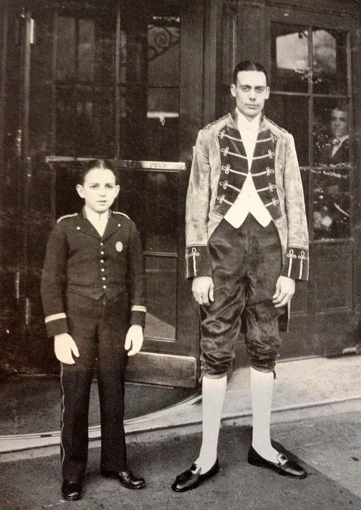 1920 S Footman And Bellboy In Front Of The Savoy London