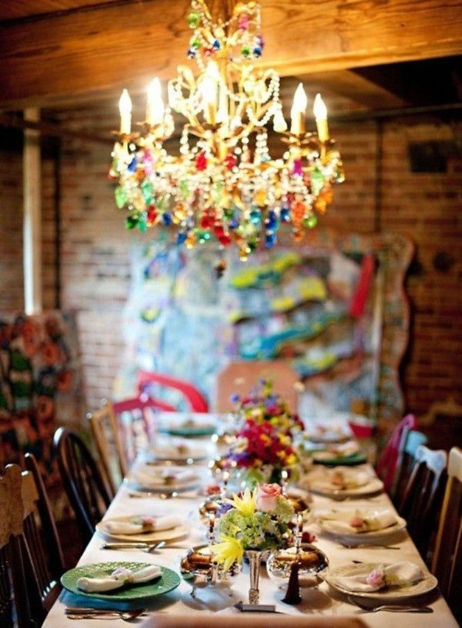 36 Stunning Bohemian Homes You'd Love To Chill Out In LOVE THE LONG DINNING ROOM TABLE LOTS OF FAMILY TIME