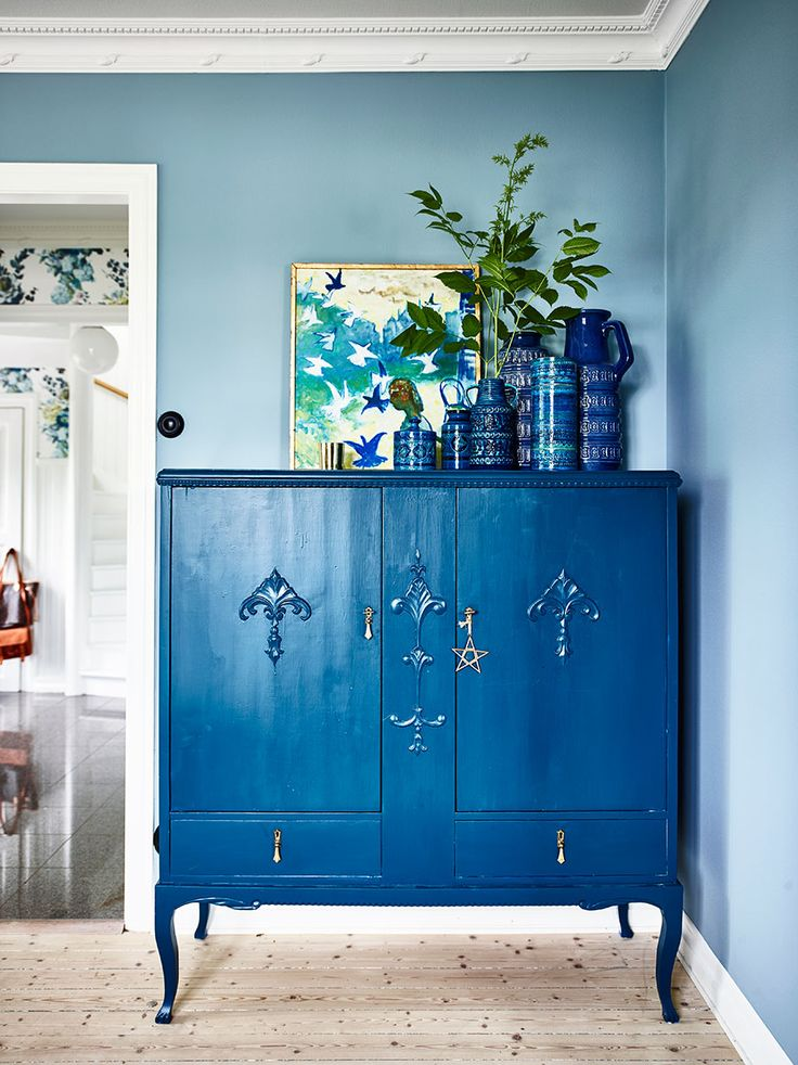 bold blue in the living room | tour this layered swedish home on coco kelley