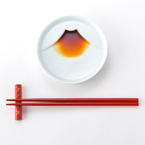 醤油を注ぐと富士山になる皿