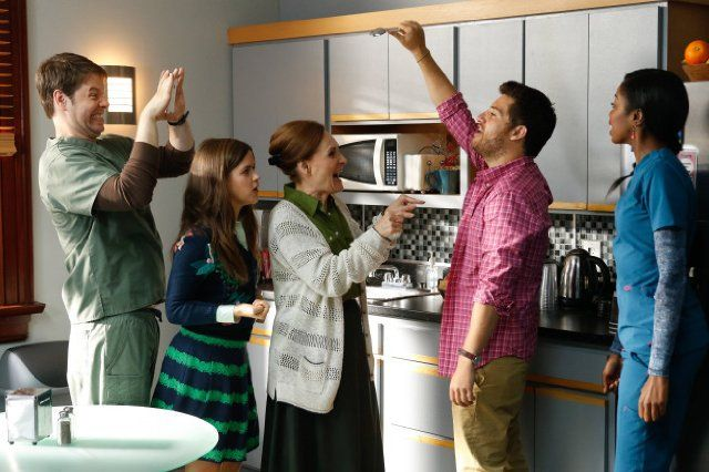 Still of Ike Barinholtz, Beth Grant, Adam Pally, Zoe Jarman and Xosha Roquemore in The Mindy Project