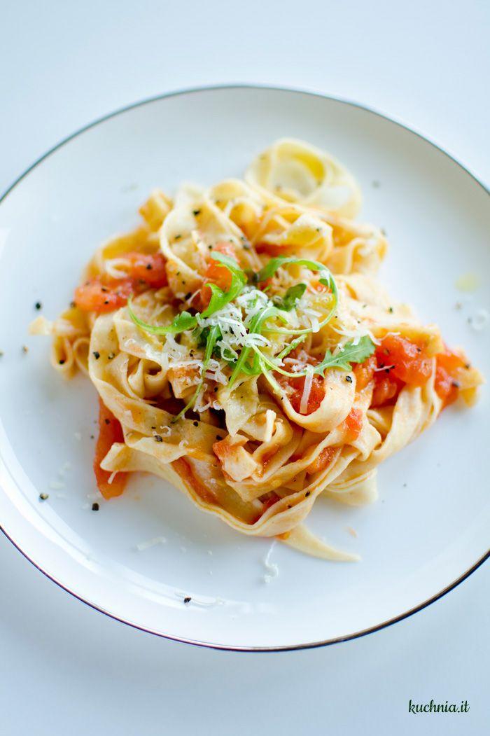 Pasta fresca z sosem ze świeżych pomidorów