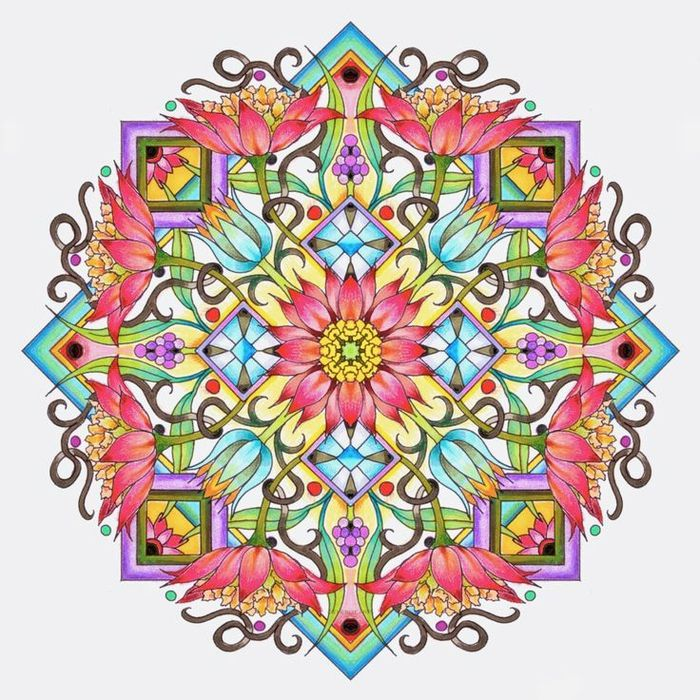 un mandala à colorier adulte représentant deux carrées superposées orné aux ornements fleurs