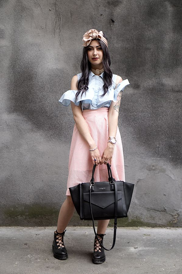 What a great romantic punk style by Cannibale Core with our black handbag Adèle, Lancaster Paris. #lancasterparis #lancaster #bag #handbag #black #romantic #pastel #punk #style #streetstyle