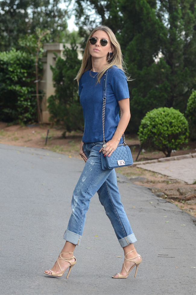 Meu Look: Blue All Over Blusa Couro: Klos para Gallerist Jeans: Costume Sandália: Jimmy Choo Anéis: La Chica De Oro Colares: La Chica de Oro Brinco: La Chica de Oro Bolsa: Chanel Boy Jeans