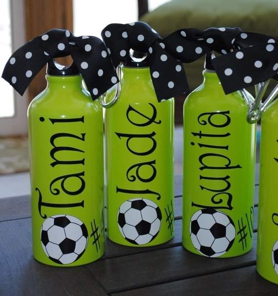 cute gift idea: Girls, Team Gifts, Cute Water Bottle, Gifts Ideas, Soccer Parties, Cute Ideas, Parties Favors, Soccer Mom, Water Bottles