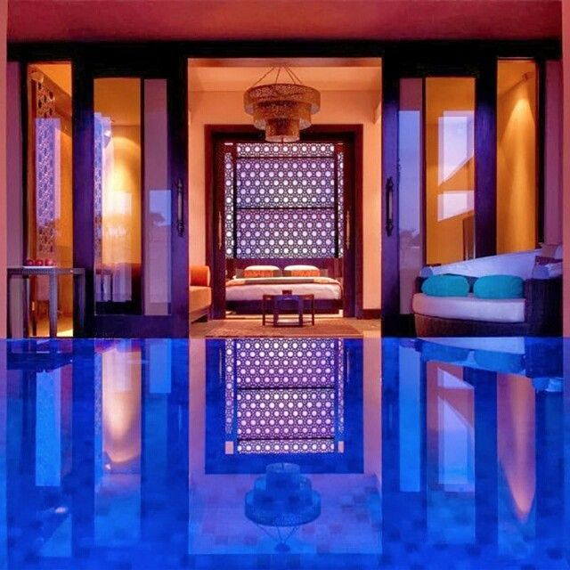 Le spot parfait #5 Le rêve, une piscine dans la chambre #suiteavecpiscine #swimmingpool #hotelbedroom #hotelsuite #bestplaceforlovers #enamoureux #romantique #insolite http://hotel-avec-jacuzzi.fr