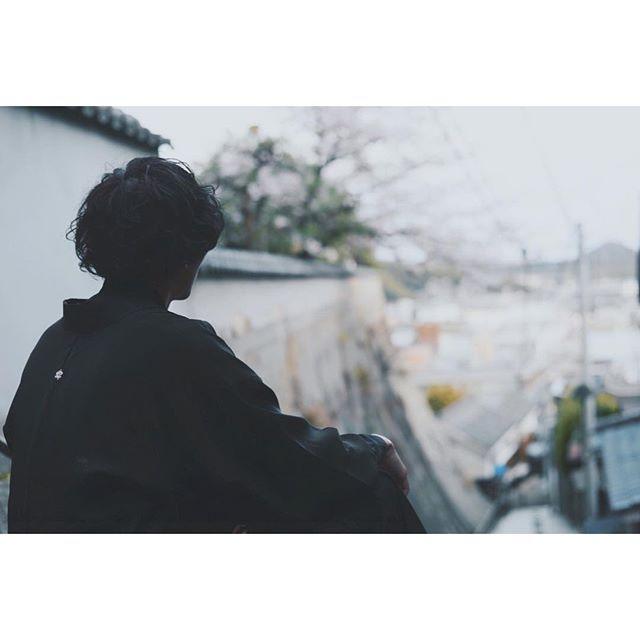 【ikkun.wimper】さんのInstagramをピンしています。 《バイト終わりいいい 疲れたあああ。 起きとる人会話 #マッシュ #follow #ポートレート #followme #羽織り #和 #城 #桜 #風景 #眠い #疲れた #RADWIMPS #野田洋次郎 #川上洋平》