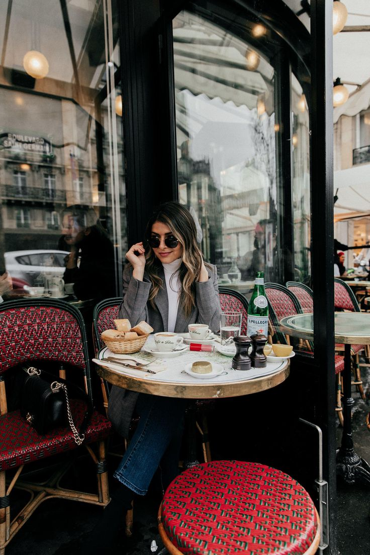 TheGirlFromPanama.com | Paris Travel Guide in the Winter | Pam Hetlinger at Cafe de Flore in Paris, France