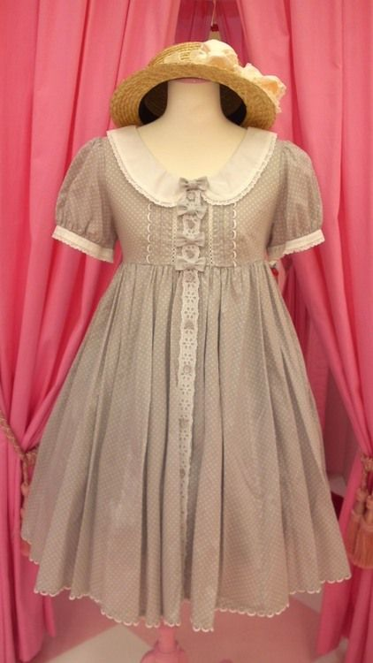 Cute, sweet gyaru: Light brown dress with white dots and white collar. Straw hat.
