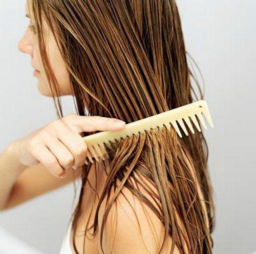 Non riempiamoci i capelli di sostanze artificiali: eccovi 3 ricette di balsamo per capelli fai da te facili e veloci da fare!