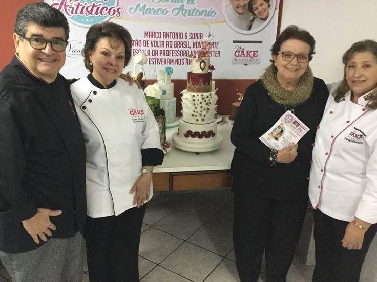 Finalización ayer de la última clase, hermoso grupo de participantes. Gracias Curitiba, gracias a la Escuela Vanir Petter, a todas alumnas y alumnos, a la Sra Vanir, a Don Bernardo. Nos vamos muy contentos, ahora a Ecuador. www.newcake.net #NewcakeBoutique #MarcoAntonioLOpez #CakeArt #NewCake #CursosCakes
