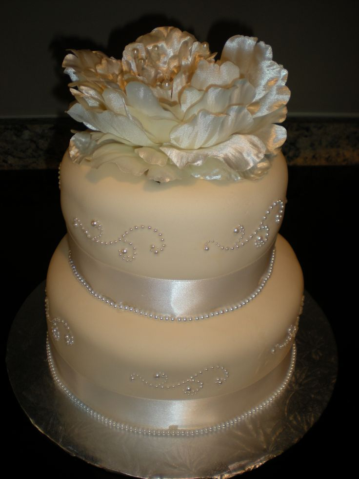 30th wedding anniversary, pearl themed cake