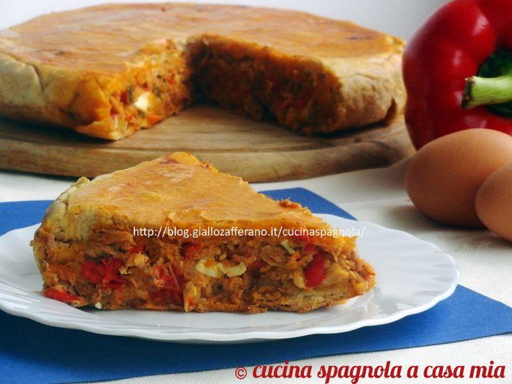 EMPANADA DI TONNO, PEPERONI E UOVA SODE. Ricetta Rustico salato: http://blog.giallozafferano.it/cucinaspagnola/empanada-di-tonno-torta-salata-ricetta/