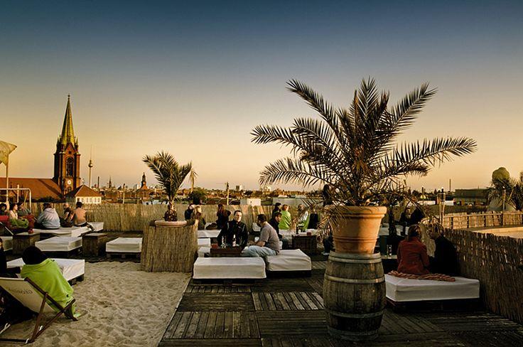 Über den Dächern von Berlin kann man sich auf dem Deck 5, direkt auf dem Parkdeck 5 der Schönhauser Allee Arcaden entspannen.