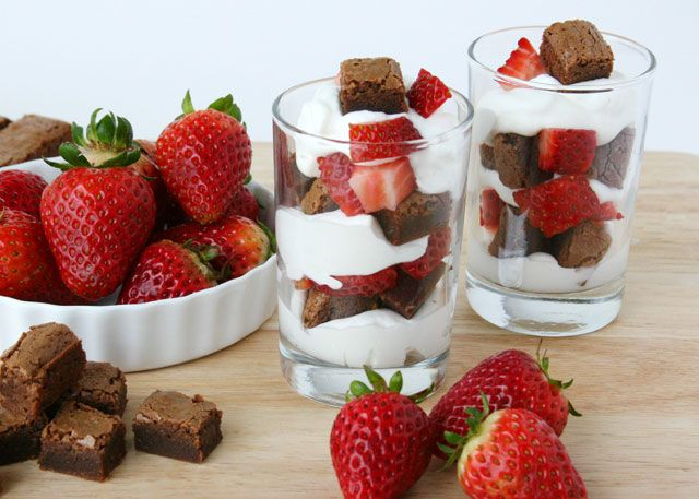 Brownie and strawberry trifle