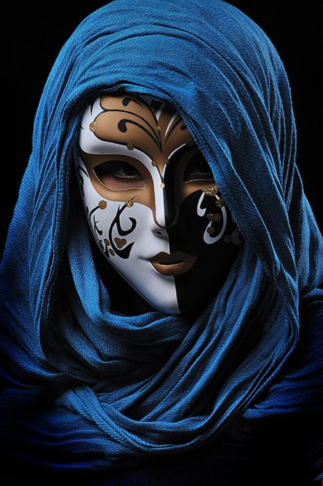 Oh, my! How mysterious is this costume and mask? I've never seen another like it. Stunning!