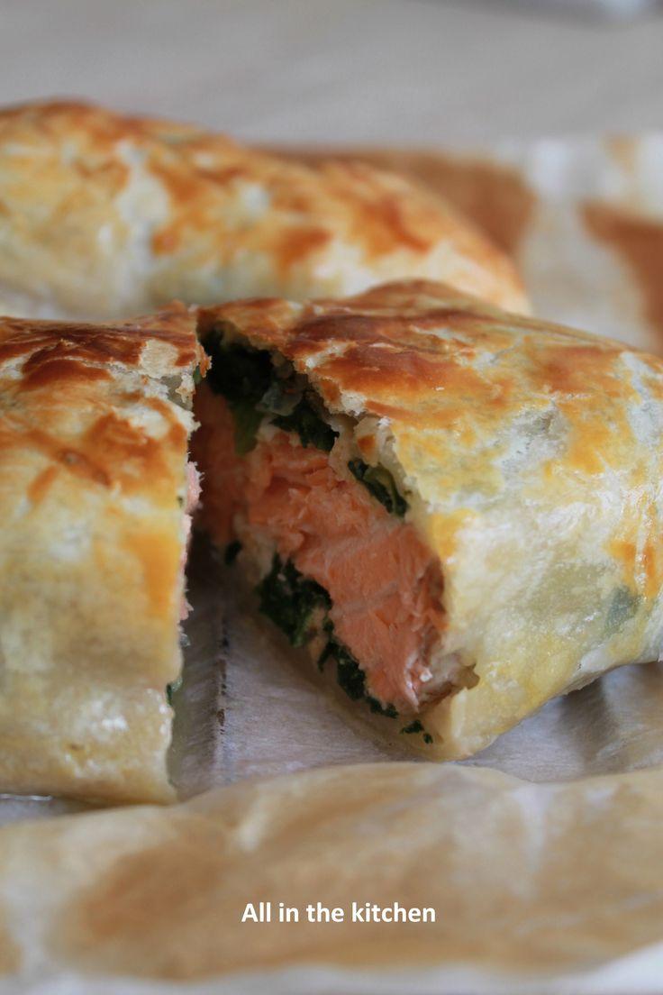 feuilleté saumon épinard (avec un peu de crème fraiche à mon avis )