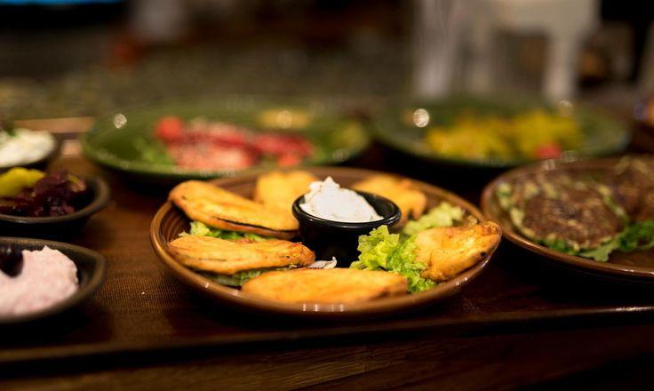 Vegetarisch? Kein Problem, wenn es mal kein Fleisch oder Fisch sein soll.  Wir haben vegetarische Gerichte und viele kleine vegetarische Tapas auf  unserer Speisekarte.  Fuer jeden etwas dabei, ob vegetarisch, Fleisch, Fisch oder einfach nur ein  Drink. Wir freuen uns auf euch.    Brusko griechisches Grill Restaurant   www.brusko.de #Brusko #griechisches #Grill #Restaurant #Muenchen #Schwabing #Grieche #Cocktailbar #Businesslunch #Leopoldstrasse #Griechischesrestaurant #Eventlocation…