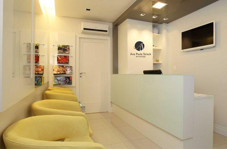 CONSULTÓRIO DERMATOLOGIA - Sala comercial utilizada como consultório médico com 2 salas de consulta, 1 de procedimento, espera, copa e WC. Logotipo e papelaria. Área: 40m².