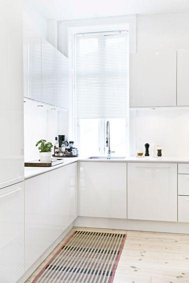 Scandinavische keukens. Voor meer keuken inspiratie kijk ook eens op http://www.wonenonline.nl/keukens/