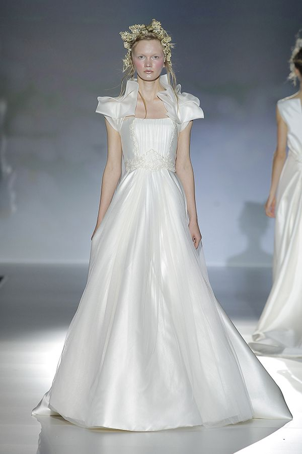 Victorio & Lucchino 2014: con richiami vittoriani e corsetto decorato.