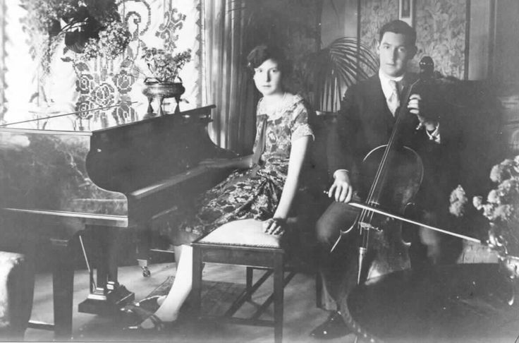 MP 7557. Faill family at 10 Manning Road, c.1930.