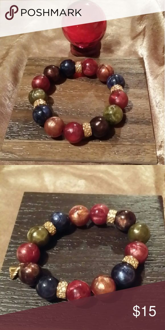 Pearly Multicolored Bead Bracelet signed LC Gorgeous Pearly Multicolored Beads with Goldtone Bracelet, signed LC, mint condition LC Jewelry Bracelets