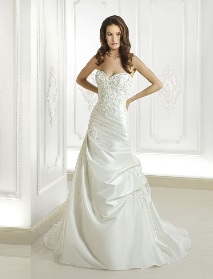 Trending Designer wedding dress rentals in Utah for a fraction of the cost Schedule an appointment to e see the Cosmobella wedding gown