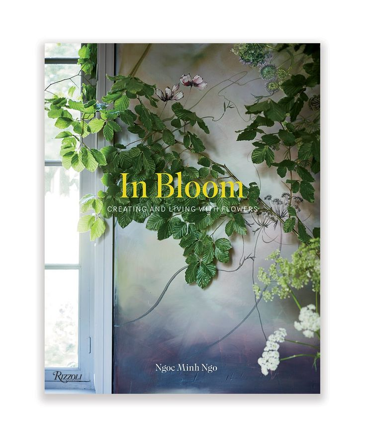 In Bloom: Creating and Living with Flowers is all about inspiring new ways to connect with the beauty of flowers in everyday life, presenting stunning arrangements and ideas for interiors inspired by the beauty of flowers. | huntingforgeorge.com