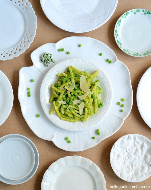 hello creamy macaroni with peas and parmesan! Photography and food styling by Panka Milutinovits / hello garlic!