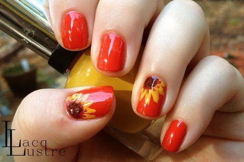 Image via We Heart It #nails #sunflower #toenails #subflower