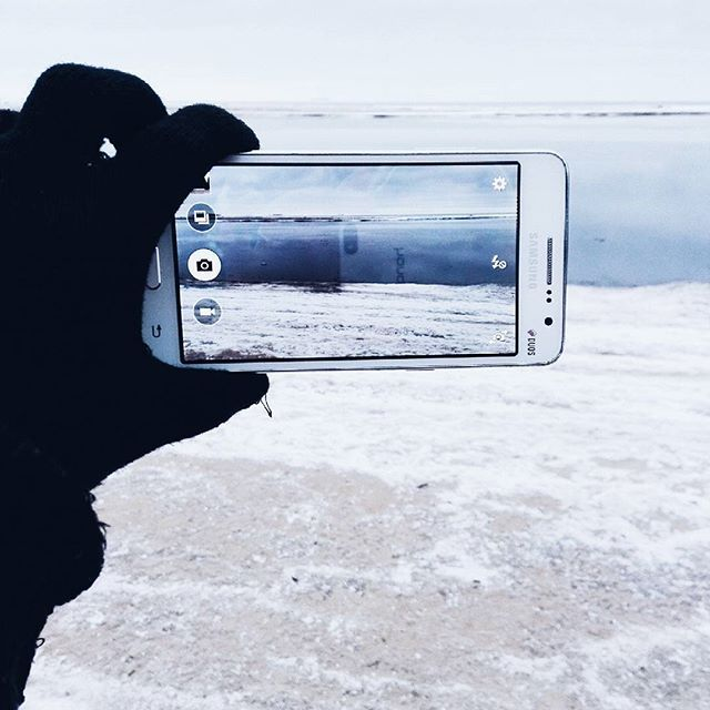 WEBSTA @ elen_rocks - Мир сквозь дисплей... нравится вот именно такие фото... задумалась... какие фото самые привлекательные для инстаграм? Еда... селфи... тачки... природа... путешествия? Или в принципе качественные снимки любого жанра? #vsco #vscocam #picoftheday #pic #instagram #instamood #instagood #like #lifestyle #nature #vsconature #naturel #naturelovers #фото #фотодня #красиво #красота #природа #россия #vscorussia #russia #вско #инстаграм_порусски #инстаграмнедели #красота #зима…